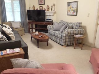 Available NOW!   FULLY FURNISHED / Rent by the weekend or week