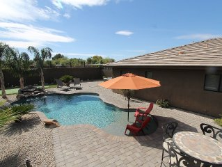 QUIET LUXURY HOME: PRIVATE POOL/SPA, NEAR SHOPPING, FINE DINING ,GOLF, SLEEPS 8
