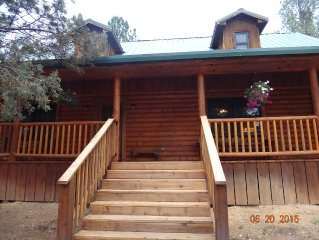 Central Location, Next to Groceries, Hot Tub, Wood Stove, Pet/Family Friendly