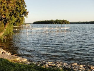 Beautiful Lakeside Cabin - Great Location & Amenities (Canoe, Kayak, Boat, etc)