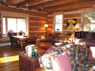 CLASSIC ANTIQUE LOG HOME, ONE MILE FROM WATER,   SWEET PIONEER STORE!
