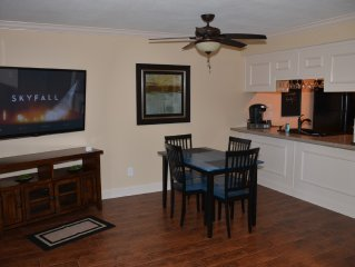 Spring Rates $75/Nt Newly Remodeled Walk In Level 1BD/1BA Pointe Royale