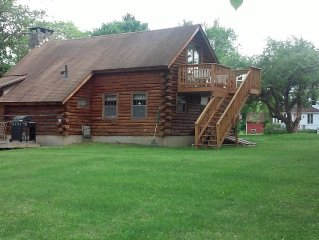 COZY LOG HOME* Berkshire  Attractions* Hiking*Tanglwood* *lake close by*outlets*