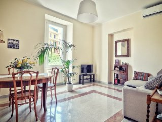 Charming apartment in 1930s villa in quiet, central, green area.