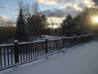 Excellent location central to mountain/town/golf, Mtn views & Hot Tub! Sleeps 12