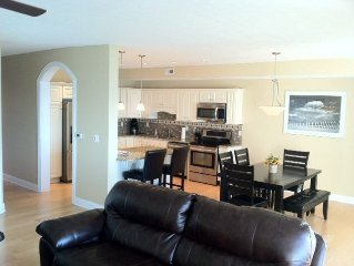 Lakefront Condo with Private Beach, 3 bed/2 bath, sleeps 8