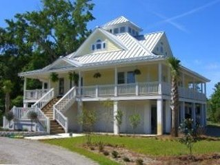 Elegant Raised Beach House, 3 Blocks from the Beach Dog Friendly with Golf Cart