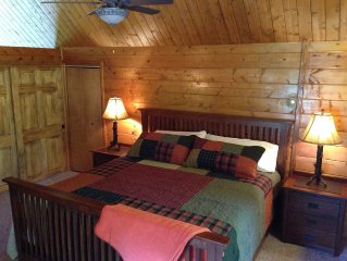 Gorgeous Cabin–Sleeps10, Mountain View, Attractive, Convenient