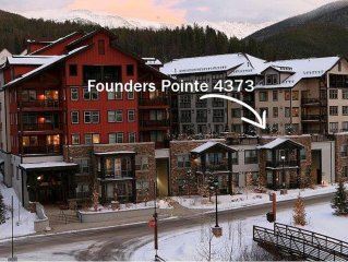 Location, Location! Trendy Condo With Walk Out Access To Hot Tub & Deck