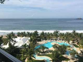 IXTAPA-MONARCA Relaxing BEACHFRONT CONDO with awesome view (Renovated bedrooms)