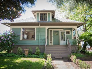 Charming & Historic 2 bedroom Residence in Downtown Newberg's Cultural District