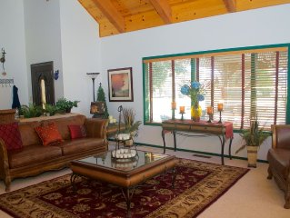 Spectacular Ranch House Minutes From Winter/Summer Sports Near South Lake Taho
