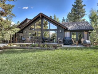 Luxury Summer Fun,Private Home, HotTub,Hike,Multi-Family,Wifi,Skiing,Biking,Town