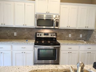 New, elegant townhome for your short term stay in College Station