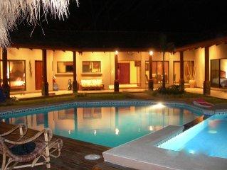 Tropical Family Retreat; 3 Bedrms/3.5 Bath with 1 Bdrm/1 Bath detached studio.