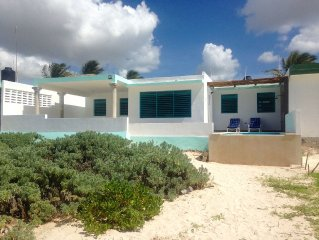 Beautiful Beach Front Infinite Pool 3 Bedroom House
