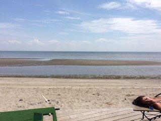 Elegant Beachfront, beautiful views. Come  enjoy!