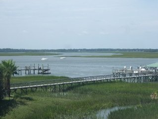 Relaxing 3BR with Beautiful View of Folly River, Water's Edge