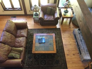 COUPLE(S) PERFECT!! 2 BED/BATHS ; CENTRAL AC; FIREPL; ROMANTIC 'SKI LODGE' FEEL