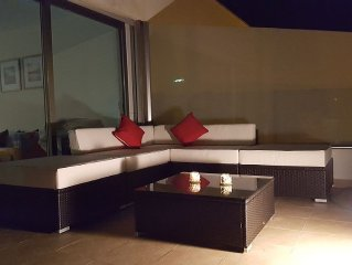 Breathtaking 2 Bedrooms, Oceanview, Mountainview, Beachside Apartment Golf Wifi