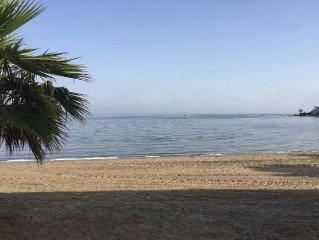 Wunderschönes, typisch spanisches Reihenhaus, nur 10 Meter zum Strand