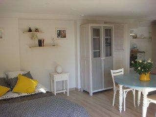 Charmant logement  en rez de jardin ,plage 400 m calme  residentiel 3 personnes