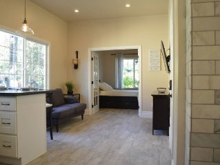 Upscale 1890's historic apartment - Two Bedroom Apartment, Sleeps 4