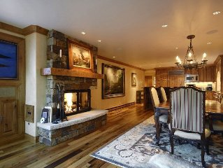 Deluxe 3 bedroom condo only 3 blocks from downtown Aspen and the Gondola. ChSno