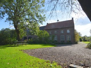 Apartment with 2 bathrooms in atmospheric old farm house in the hills of Limburg