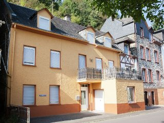 A holiday home for eight people, a stone's throw from the River Mosel.
