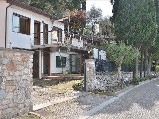 Villa Locchi - 7 sleeps front lake, private dock In Malcesine