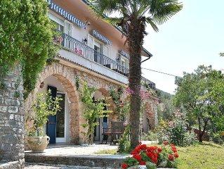 Villa Sofia 6 Sleeps Villa With Lake View In Pai Di Torri del Benaco