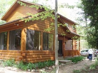 Cedarwood Cabin  -    3 Minute walk to the beach!, location de vacances à Oceana County