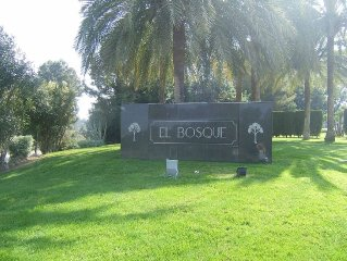 2 bedroom apartment, near Valencia located at the El Bosque Golf Club.