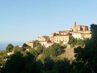 Toscane, Île d'Elbe: maison de charme dans village typique dominant la mer