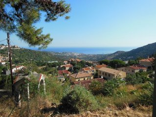 Charmante maison de village avec jardin et vue imprenable sur mer et montagnes