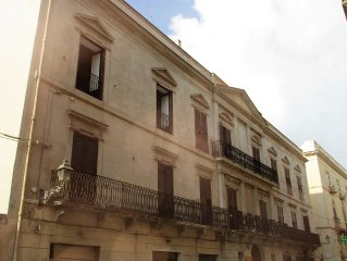 At the heart of Historical Center between C. Vittorio Emanuele and the beach, 2