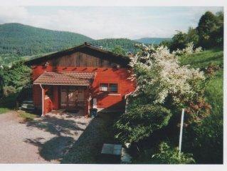 Traditional cottage, near ski slopes, 2 bedrooms, sleeps 6
