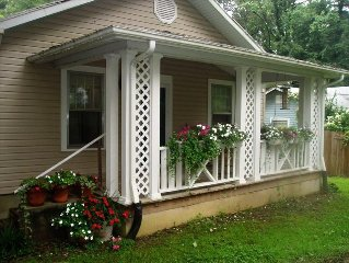 Lovely In-Town Rental, Close to Music Center, Speedy WIFI
