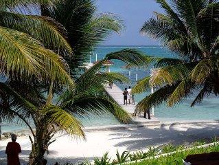 Beachfront Condo: Luxurious Tropical Garden & Pool. Paradise!