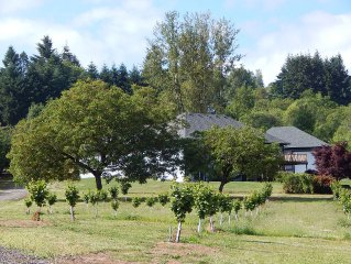 Hazelwood Haven: 3 Bedroom Suite in the Heart of Wine Country with  HOT TUB