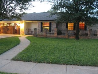 Fresh Farmhouse Comfort-Newly Remodeled, Walking Distance to A&M GameDay Shuttle