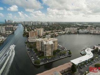 Luxurious Condo One Bedroom Intracoastal Waterway View & Free Beach Club Access!