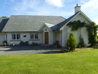 RUNGLEE - Sleeps 4, sitting in a peaceful country hamlet with lovely views