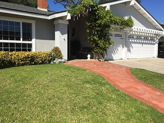 3 Miles to Del Mar Race Track, 1 mile to the Beach 4 Bd 2 Bath Home Sleeps 10+!