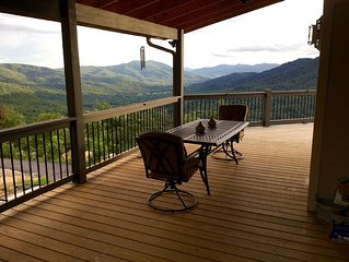 Voted Best View in the Area! New Construction - Hot Tub - Pool Table - Free Wifi