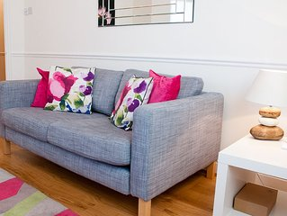 Two bedroom apartment, walking distance to Richmond Park, serviced by Clarendon