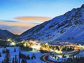 NEW YEAR'S EVE SNOWBIRD - Iron Blosam- 1 bedroom- December 31st to January 7th