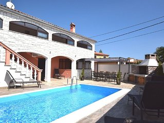 Beautiful and spacious villa with private pool and grill, wifi, airco, parking