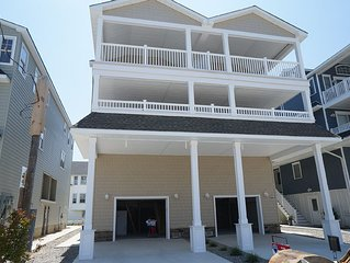 New 6 Bedroom, 4.5 Baths, Sleeps 14, Quick Walk To The Beach & Town Center, Quie